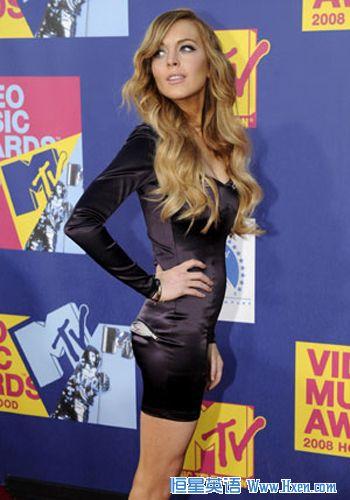 女演员林赛·罗韩(Lindsay Lohan)出席2008年9月7日在洛杉矶举行的2008 MTV音乐录影带大奖(新华社/路透社照片)