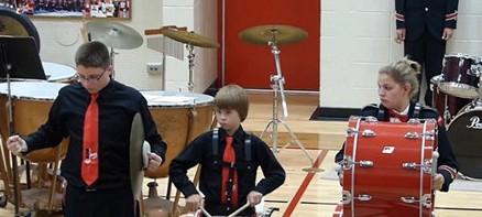 演奏国歌时乐器脱手怎么办?美国少年机智反应获赞