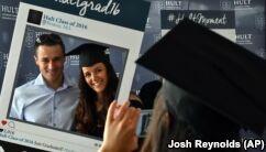 VOA����Ӣ��:'Major' Change Might Help College Students Graduate