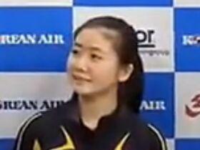 福原爱比赛后接受记者采访,遇到史上最会瞎扯的翻译!
