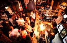 如何在酒吧与老外聊天
