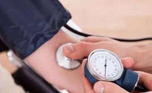 国际英语新闻:Elevated blood pressure found not mortality risk for elderly with weak grip