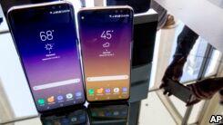 VOA慢速英语:Samsung Launches Long-Awaited Galaxy S8