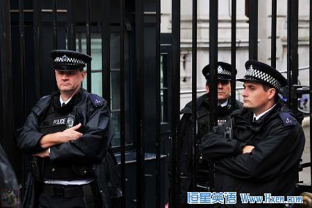 经济学人下载:招募警察 孱弱的武装