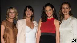 VOA慢速英语:好莱坞女性导演收获成功