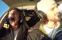 """男子开飞机佯装出事故 上演""""惊悚""""求婚"""