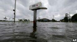VOA慢速英语:Worst Case Possible Comes True: Louisiana Sinking Fast