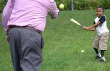 全球首例移植双手儿童实现棒球梦