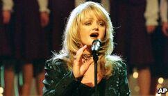 "Bonnie Tyler在月食期间唱""心之全蚀"""