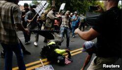 VOA慢速英语:夏洛茨维尔背后的抗议团体是谁?