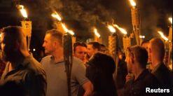 VOA慢速英语:社交媒体被用于识别夏洛茨维尔示威者
