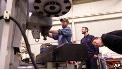 VOA慢速英语:美国社区学院帮助更多人就业