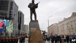 VOA慢速英语:俄罗斯为AK47