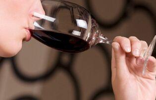 研究发现 每晚喝杯葡萄酒可延年益寿