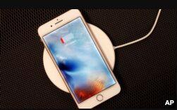 VOA慢速英语:苹果新iphone 手表等等介绍