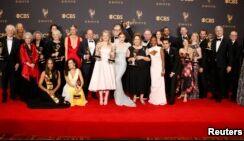 《侍女的故事》和《周六夜现场》成艾美奖大赢家