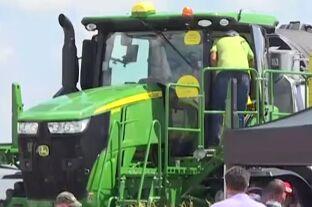 VOA慢速英语:美国股票向好 农民却在挣扎