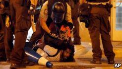VOA慢速英语:80被捕后 圣路易斯的抗议仍在继续