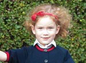 乔治小王子第一天入学,远房萌妹子是陪读