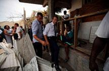 法国总统马克龙为何从不松领带?