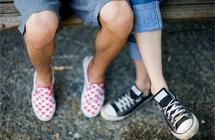 """穿鞋不穿袜 会得""""香港脚"""""""