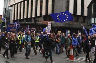 国际英语新闻:50,000 protesters gather in Manchester as May's Conservatives start their conference