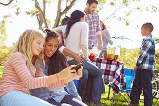 """社交媒体让青少年处于""""重大心理健康危机""""的边缘"""