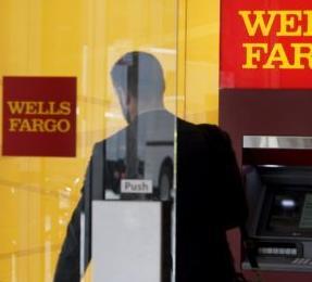 英语访谈节目:银行和信用卡公司的胜利对消费者有什么影响?