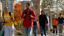 VOA慢速英语:美国大学合作帮助贫困学生