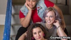 VOA慢速英语:美国妇女试图打破演艺界的壁垒