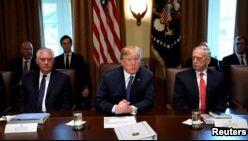 VOA慢速英语:特朗普呼吁美国国会改变移民政策