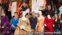 VOA慢速英语:纽约剧院的服装重获新生