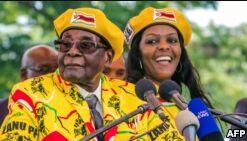 津巴布韦总统任职37年后下台
