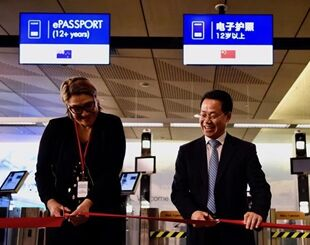国际英语新闻:New Zealand Customs opens eGates to Chinese tourists