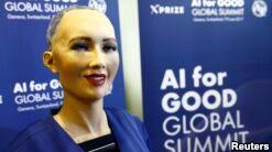 VOA慢速英语:沙特成为首个授予机器人公民身份的国家