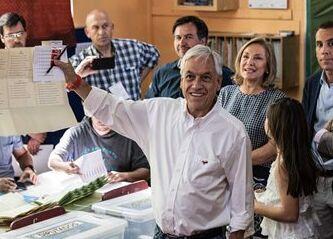 国际英语新闻:Chile holds unique presidential, parliamentarian elections