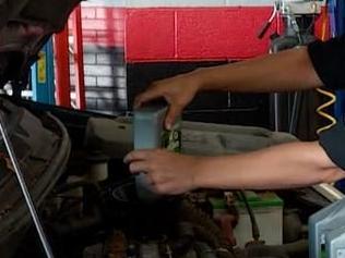英语访谈节目:美国出现一家女性修车厂
