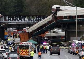 英语访谈节目:美国华盛顿州列车脱轨 6人死亡多人受伤