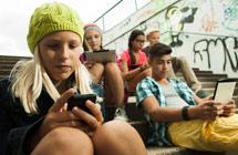 法国将推最强校园手机禁令 校长学生都不买账