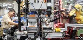 VOA慢速英语:机器和人工智能将如何改变未来的工作?