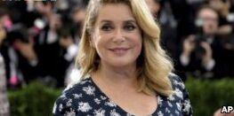 法国的凯瑟琳·德纳芙批好莱坞反性骚扰运动