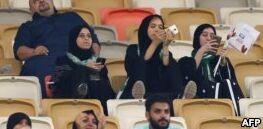 沙特阿拉伯举行女子车展