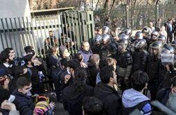 BBC在线收听下载:伊朗多地发生街头示威