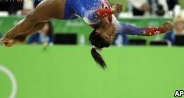 VOA慢速英语:奥运选手西蒙娜有一个新头衔:大学生