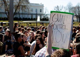 国际英语亚博国际:Spotlight: Trump pushes ban on bump stocks as debate on gun rights continues