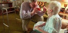 VOA慢速英语:科学家们试验治疗关节炎的新方法