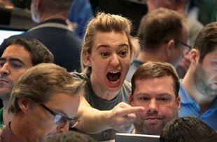 美国股市强劲反弹 巨幅波动重现市场