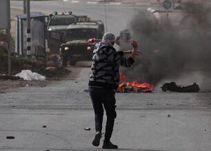 国际英语亚博国际:40 Palestinians wounded in clashes with Israeli soldiers in Gaza, West Bank