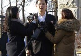 """VOA慢速英语:韩国前总统朴槿惠""""亲信干政""""案核心人物崔顺实获刑20年"""