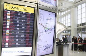 国际英语新闻:Schools closed, flights canceled as fourth winter storm hits New York